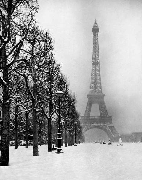http://2.bp.blogspot.com/-e-SgUJjtD7k/UchgP_9cxTI/AAAAAAAAGGk/yQUg0Scyaoo/s1600/Snow+in+Paris,+1948+(1).jpg